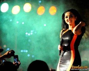 dipodwijayas.blogspot.com-Ashanty_Dengan_Gaun_Ilusi_Mata_2