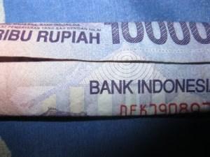 dipodwijayas.blogspot.com-Sepuluh_Ribu_Rupiah_Dan_Misterinya_2